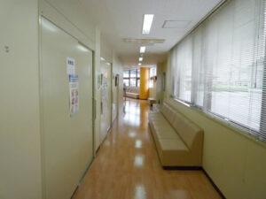 診察室前待合2
